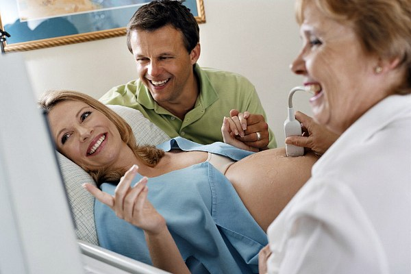 Беременная женщина на УЗИ